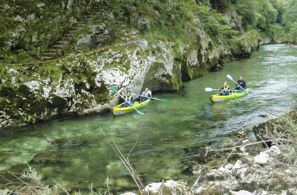 Canoas en el río Cares