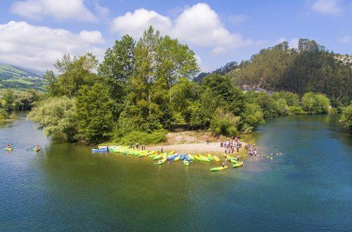 Canoas en el río en Asturias