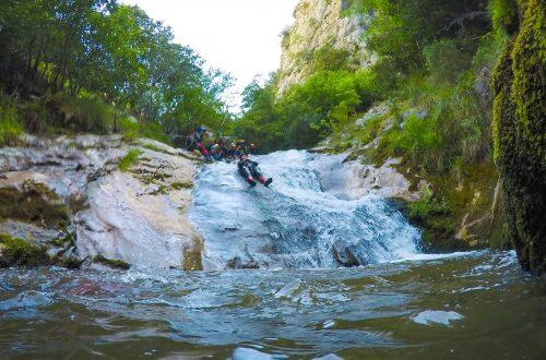 Descenso cañones tobogan natural