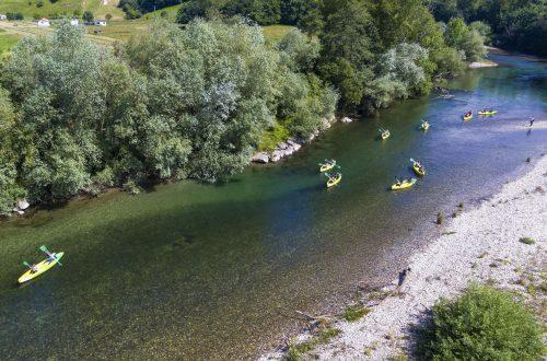 Descenso de canoas en el río Deva